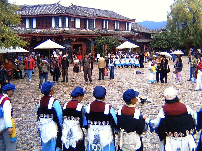 Women of the Naxi tribe